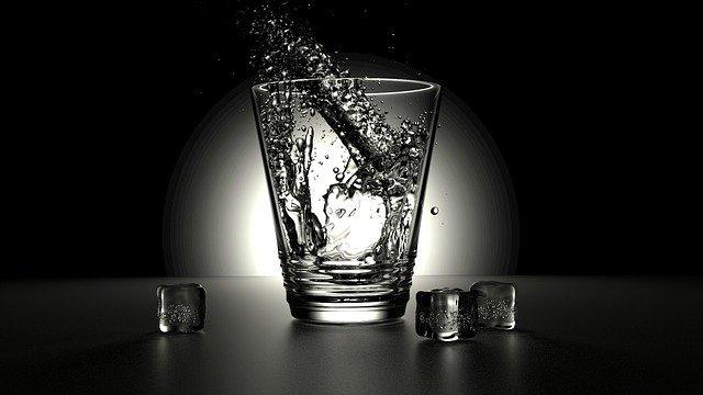 Khasiat & Manfaat Air Putih Bagi Kesehatan